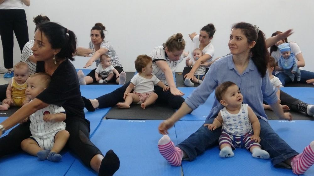 Anne-bebek pilatesi ile anne ve bebekler arasındaki iletişim kuvvetleniyor