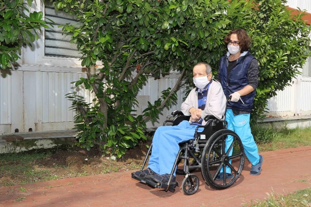 Anne ve babasını kaybeden kas hastası sıcak yuvasına kavuştu