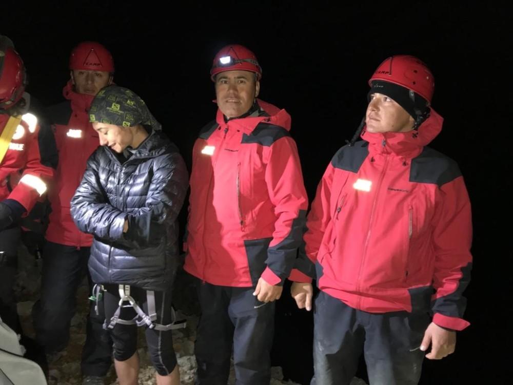 Antalya'da dağda mahsur kalan kadını jandarma kurtardı