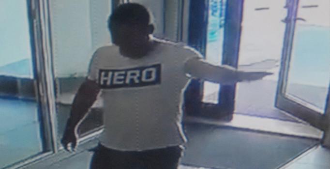 Antalya'da 'HERO' tişörtü giyen garson gözaltında