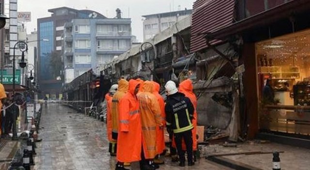 Antalya'da işhanının 20 metrelik beton gölgeliği çöktü