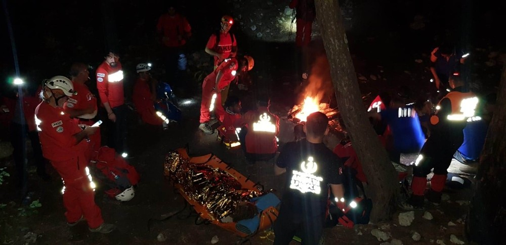 Antalya'da kanyonda mahsur kalan turisti kurtarma operasyonu