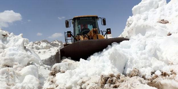 Antalya'da karla mücadele başladı