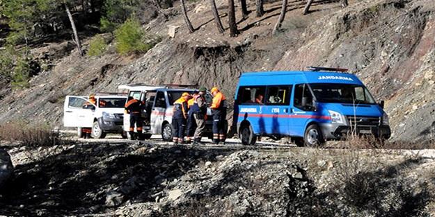 Antalya'da kaybolan 3 turisti 70 kişilik ekip arıyor