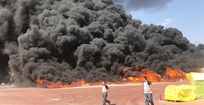 Antalya'da köpük fabrikasında yangın çıktı