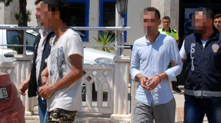 Antalya'da Ömer Halisdemir afişlerini parçaladılar!