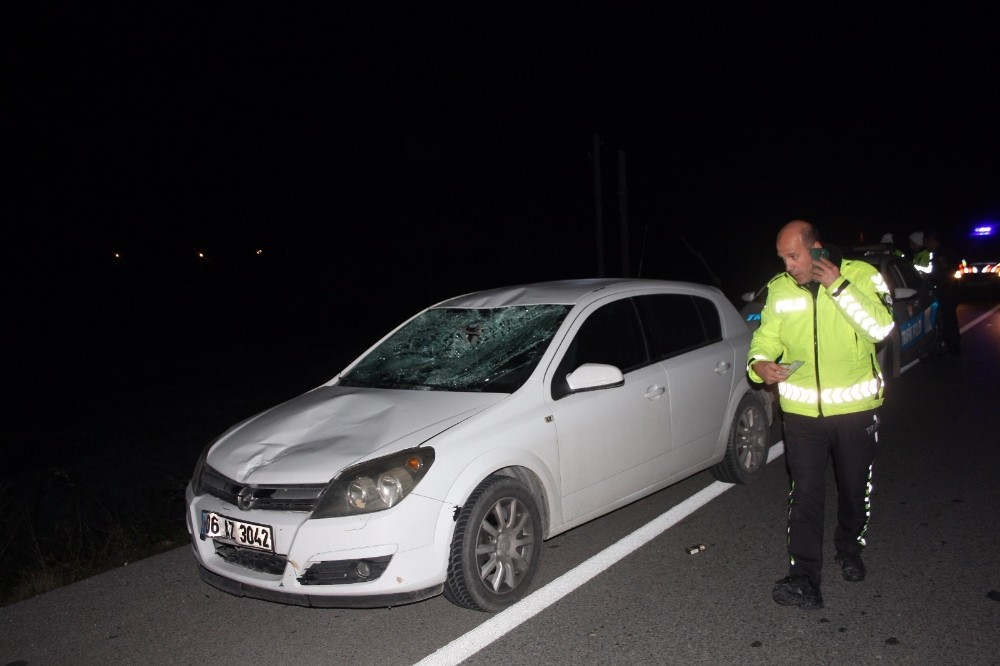 Antalya'da otomobil yayaya çarptı: 1 yaralı