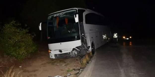 Antalya'da tur otobüsü kaza yaptı: 2 kişi yaralandı