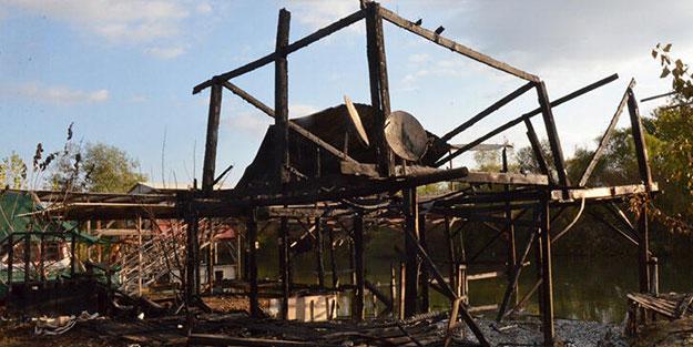 Antalya'da yangın! Balıkçı barınağı alev alev yandı