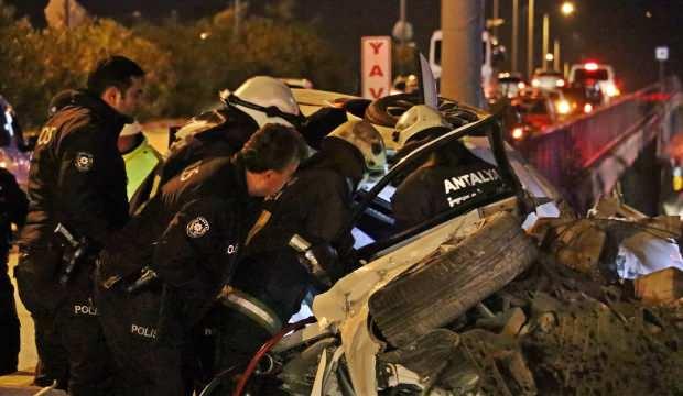 Antalya'da yeni evli çiftin kahreden trafik kazası