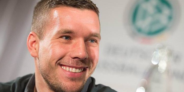 Antalyaspor forması giyen Lukas Podolski'den Mesut Özil için olay sözler