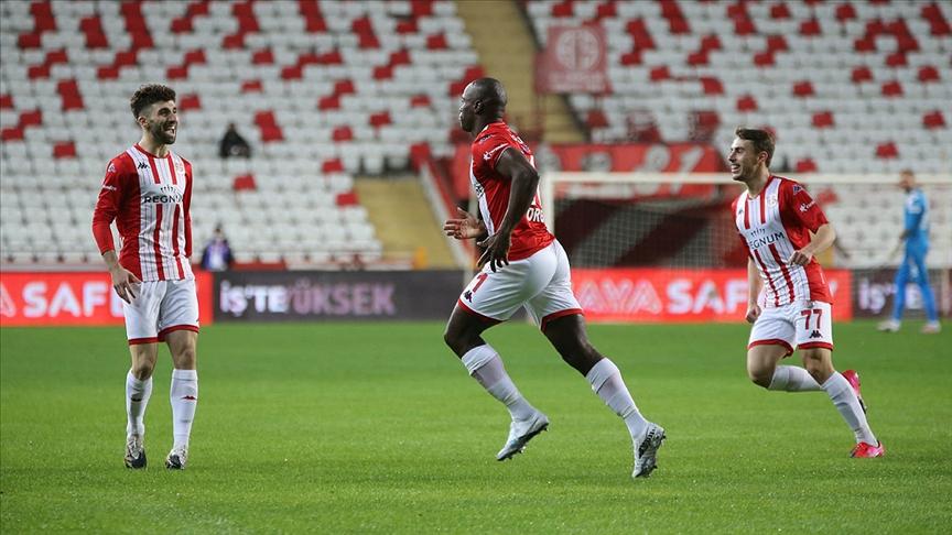 Antalyaspor Süper Lig'de 10 maçlık yenilmezlik serisine ulaştı