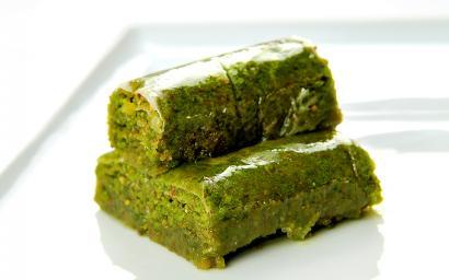 Antep fıstıklı sarma | Muhteşem lezzetiyle yeşil burma tarifi