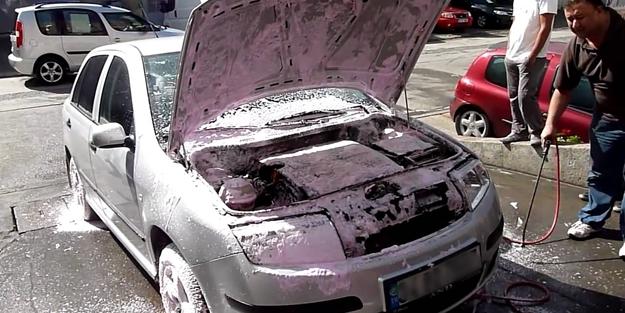 Aracın motorunu yıkamak zararlı mıdır?