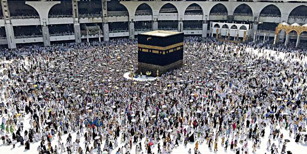 Arafat mahşeri ihram kefeni hatırlatıyor
