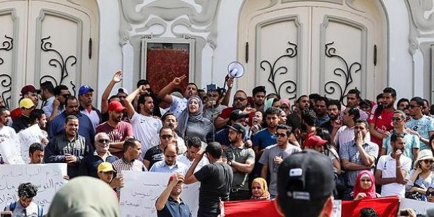 Arap baharının başladığı ülke karıştı