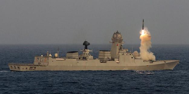 Arap Denizi'nde kritik test! Sesten 2,8 kat hızlı hareket edebilen füzenin başarıyla ateşlendiğini duyurdular