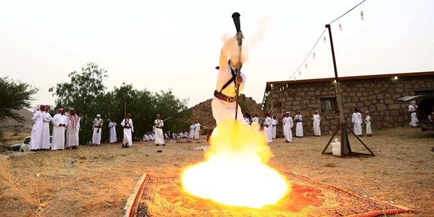 Arapların tüfekle dansı!
