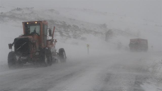 Ardahan'da araçlar karda mahsur kaldı