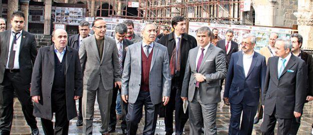 Arınç: Diyarbakır'ın asil kimliği Müslümanlıktır