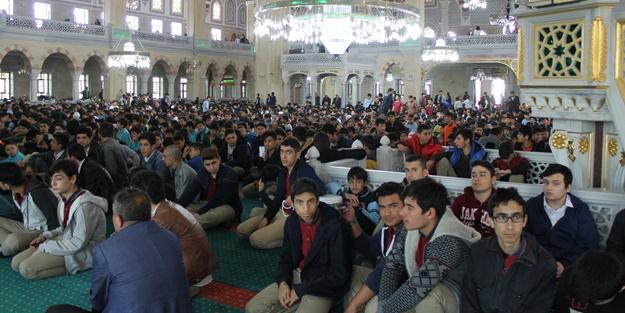 Arnavutköy'de muhteşem manzara! 10 bin öğrenci camide buluştu