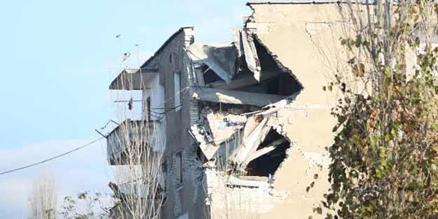 Arnavutluk'ta 20 Türk'ün kaldığı otel çöktü! Hepsi kurtarıldı