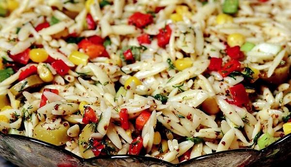 Arpa şehriye salatası nasıl yapılır?
