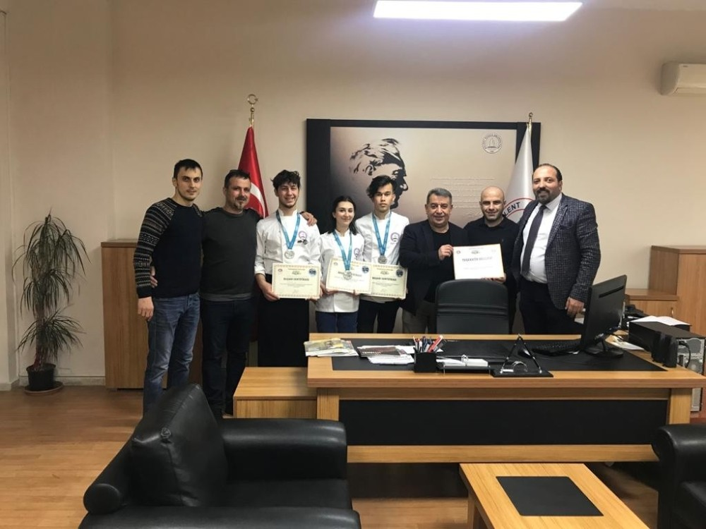 Aşçılık programı öğrencilerinden gümüş madalya
