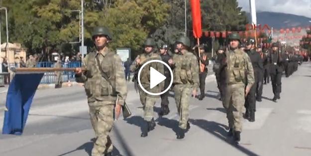 Asker sokağa çıktı vatandaş slogan attı