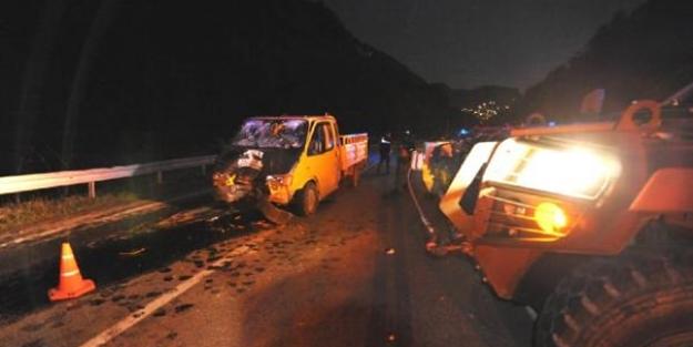 Askeri araç ile kamyonet çarpıştı: 3 yaralı