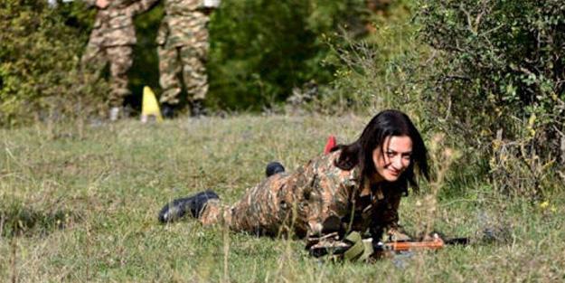 Askerliği, silahla poz vermek sanan Anna Hakobyan'dan komik Azerbaycan çıkışı