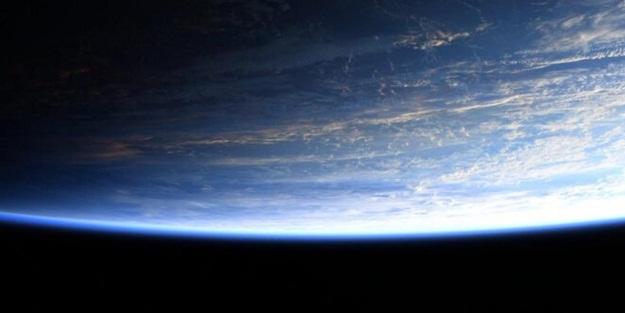 Astronotun paylaştığı fotoğraftaki detay tepki çekti