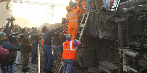 Asya ülkesinde tren kazası: Ölüler var!