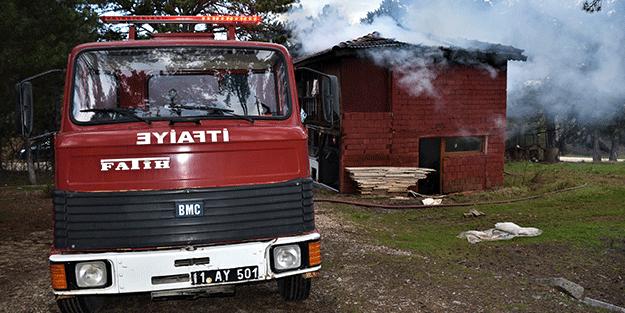 Atıl işletmede çıkan yangın ormanlık alana sıçramadan söndürüldü