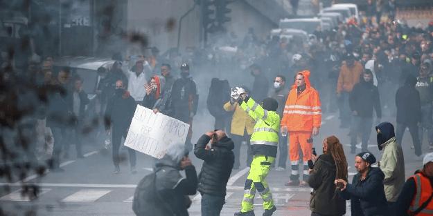 Avrupa ülkesi karıştı: Korona önlemini protesto eden halk limanları ele geçirdi!