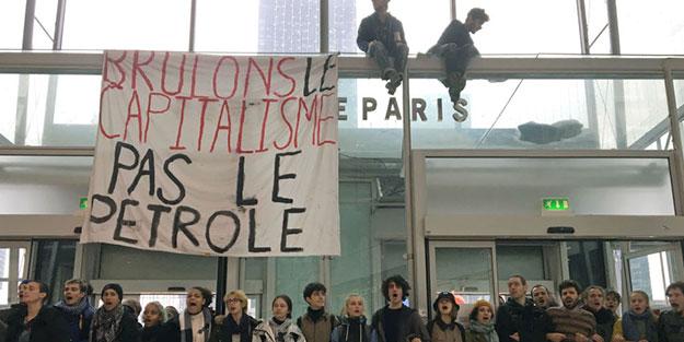 Avrupa'da 'Kara Cuma' tepkisi! Protestocular ortalığı birbirine kattı