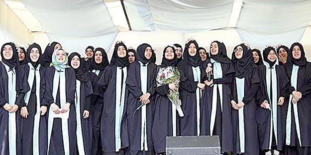 Avrupa'nın ilk imam hatip okulunda mezuniyet coşkusu