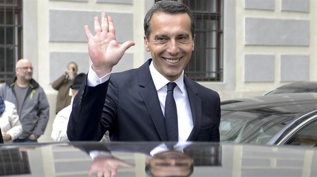 Avusturya Başbakanı'nın arabasını çektiler