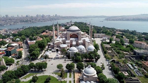 Ayasofya'nın imamı Önder Soy kimdir?
