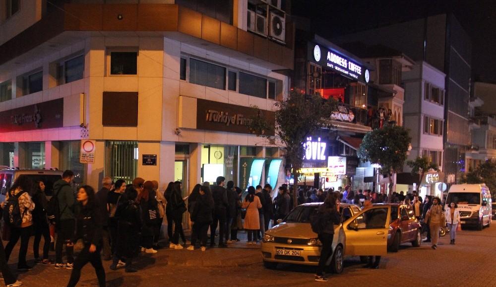Aydın'da binlerce öğrenci bilet kuyruğuna girdi