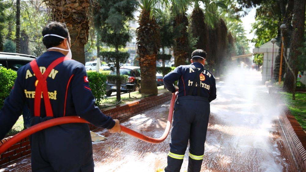 Aydın'da durak ve yollar dezenfekte ediliyor