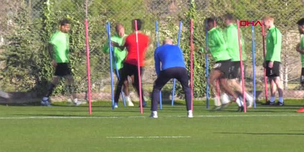 Aykut Kocaman yeni takımıyla çalışmalara başladı