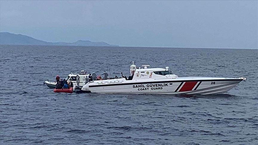 Ayvalık açıklarında sığınmacıları taşıyan bot battı