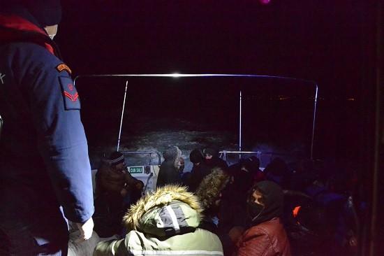 Ayvalık'ta 26 düzensiz göçmen yakalandı