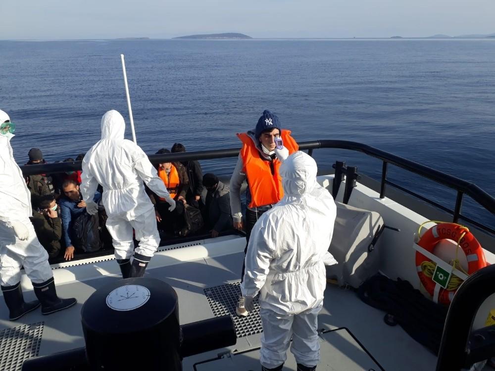 Ayvalık'ta 28 düzensiz göçmen Yunan sahil güvenliğin elinden kurtarıldı