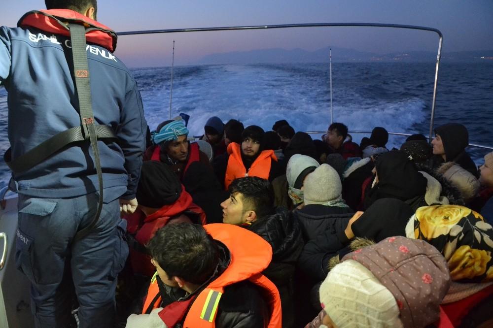 Ayvalık'ta 47 Afganistan uyruklu göçmen yakalandı