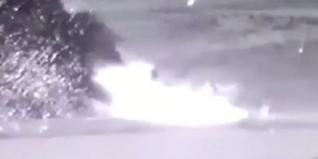 Azerbaycan Ermenistan'ın hava savunma füze sistemini vurdu!