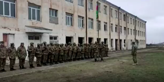 Azerbaycan ordusu Gülablı köyüne bayrağı dikti