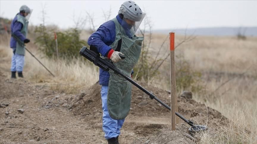 Azeriler, Ermeni mayınını temizliyor