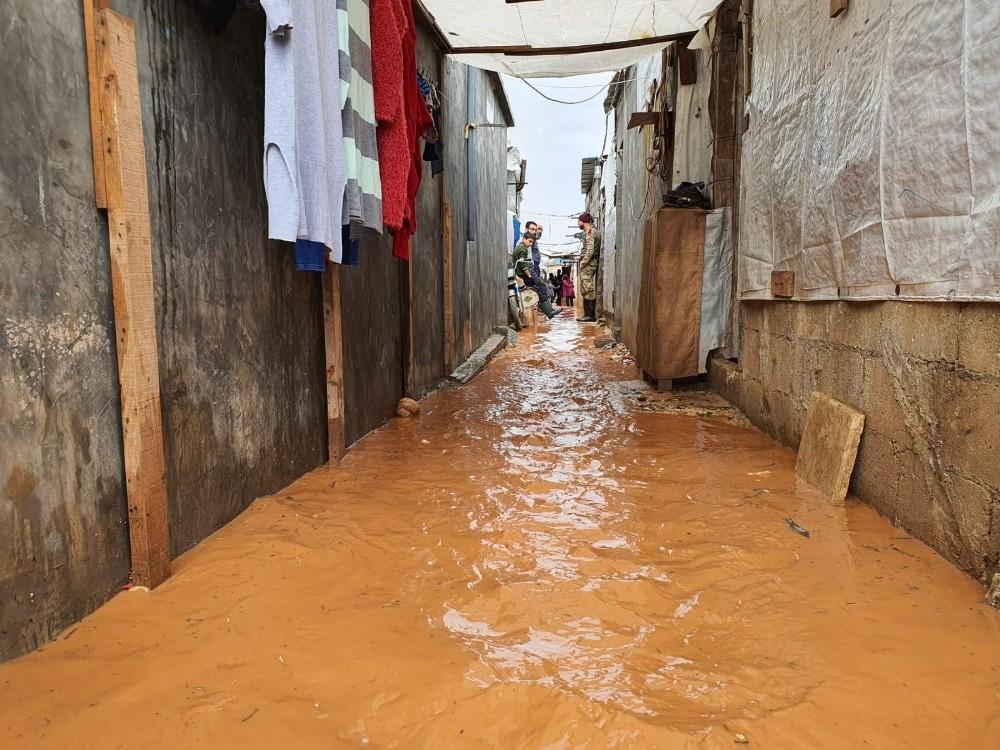 Azez'de bulunan çadırları su bastı